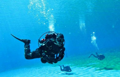 Scuba divers in Clear Lake, OR